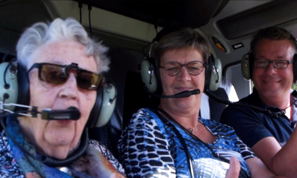 Domus Magnus vervult wens 97-jarige bewoner met helikoptervlucht